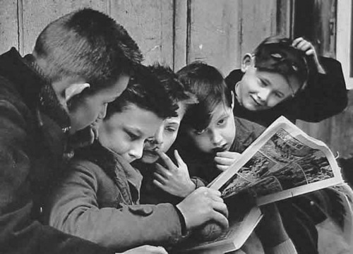 kids-reading-comics.jpg