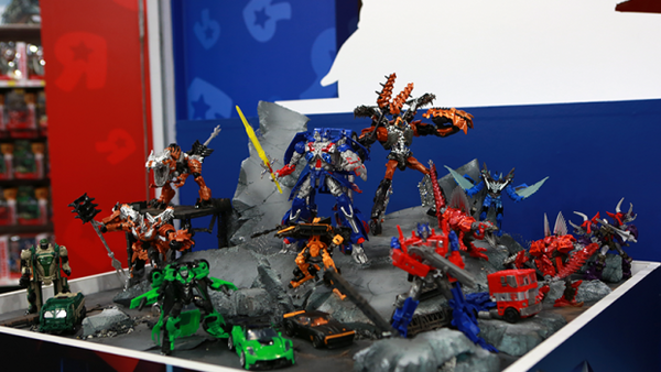 transformers-4-age-of-extinction-Transformers-Toy-Madness-singapore-diorama-620x350_1400267076.png
